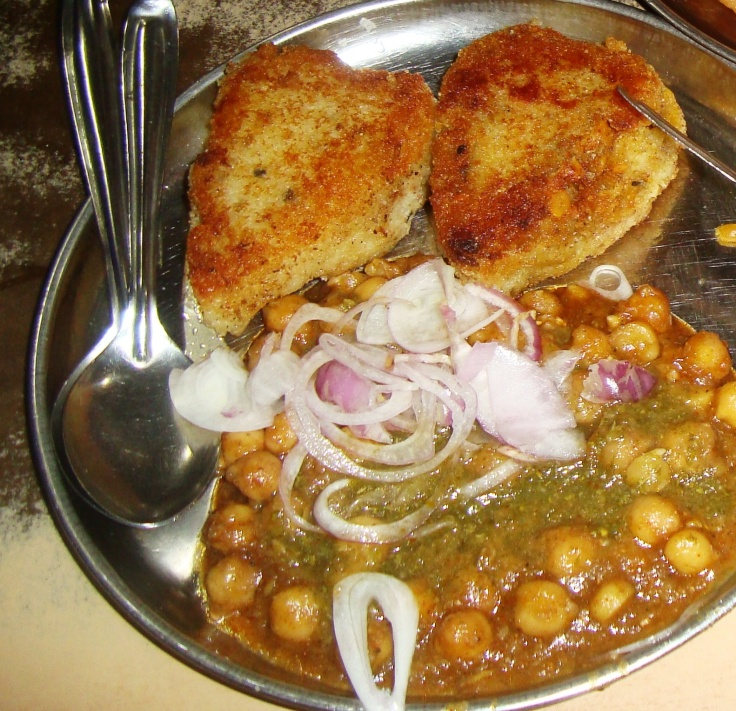Chole Pattice... Some Punjabi friends of mine say, the best chole in town!